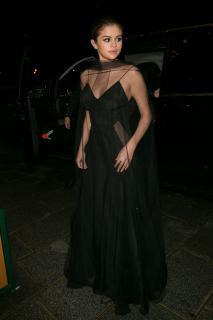 Selena Gomez [2000x3000] [703.06 kb]