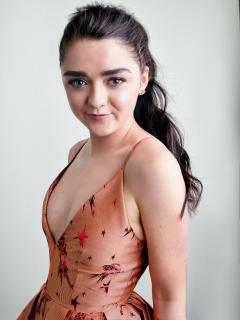 Maisie Williams [740x985] [164.65 kb]
