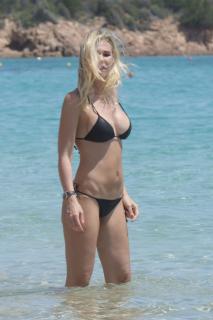Ilary Blasi en Bikini [2200x3300] [639.51 kb]
