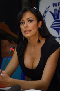 Maria Grazia Cucinotta [2000x3000] [674.94 kb]