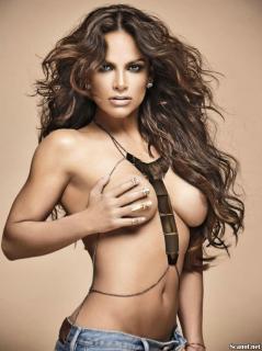 Fabiola Campomanes en Playboy Desnuda [1142x1527] [226.54 kb]