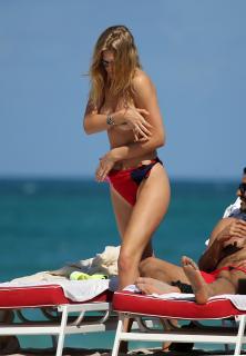 Toni Garrn en Topless [2088x3000] [541.15 kb]