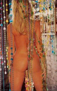 Donna D'Errico en Playboy [852x1349] [179.18 kb]
