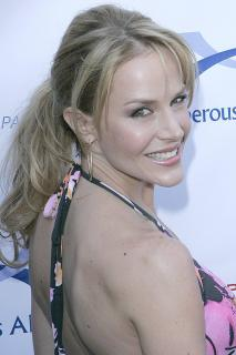 Julie Benz [1666x2500] [417.71 kb]
