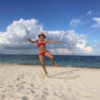 Marta Hazas en Bikini [1080x1080] [171.18 kb]