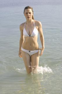 Melissa George en Bikini [1800x2697] [334.33 kb]