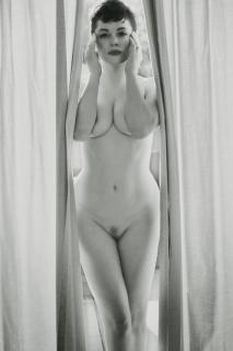 Rose McGowan [2336x3500] [618.51 kb]