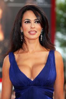 Maria Grazia Cucinotta [2592x3888] [804.04 kb]