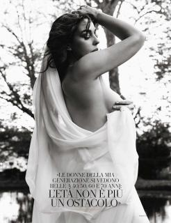 Monica Bellucci en Vanity Fair [2598x3366] [792.11 kb]