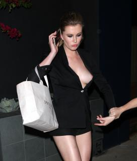 Ireland Baldwin en Descuido [2082x2448] [484.37 kb]
