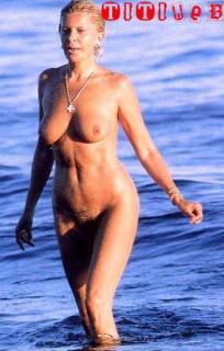 Bárbara Rey en Topless Desnuda [384x600] [42.29 kb]