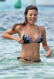 Elisa Mouliaá en Bikini [1193x1718] [381.12 kb]