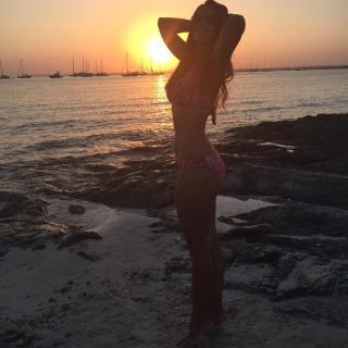 Nuria Fergó en Bikini [1080x1080] [180.74 kb]