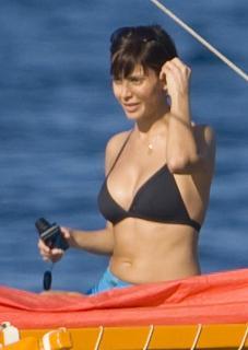Natalie Imbruglia dans Bikini [680x958] [48.41 kb]