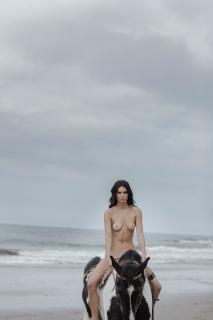 Kendall Jenner en Angels Desnuda [3000x4500] [439.5 kb]