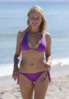 Jewel Kilcher en Bikini [2100x3000] [366.63 kb]