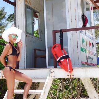 Laura Gadea en Bikini [1080x1080] [271.11 kb]