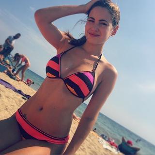 Ivana Baquero en Bikini [640x640] [79.76 kb]