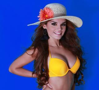 Melody Ruiz en Bikini [1080x985] [121.63 kb]