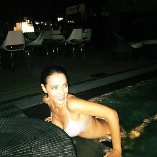 Cristina Brondo en Bikini [1080x1080] [167.23 kb]