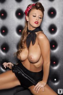 Leanna Decker en Playboy Desnuda [720x1080] [111.47 kb]