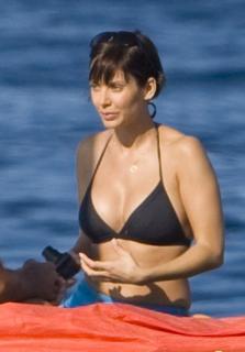Natalie Imbruglia in Bikini [738x1058] [56.3 kb]
