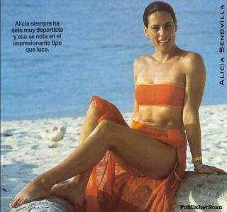 Alicia Senovilla en Bikini [748x700] [75.96 kb]