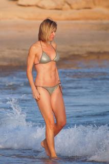 Susanna Griso en Bikini [2835x4252] [1148.54 kb]