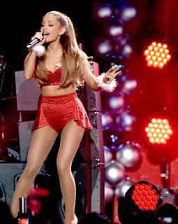 Ariana Grande [2255x2819] [1000.51 kb]