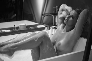 Genevieve Morton Nude [5585x3723] [2634.55 kb]