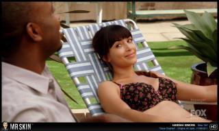 Hannah Simone en bikini