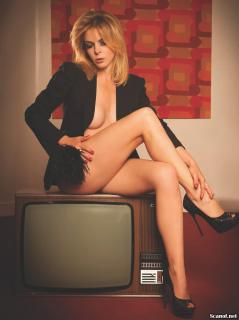 Claudia Gerini en Playboy [1239x1654] [179.79 kb]