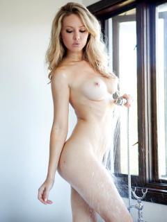 Tiffany Toth en Playboy Desnuda [900x1200] [98.54 kb]
