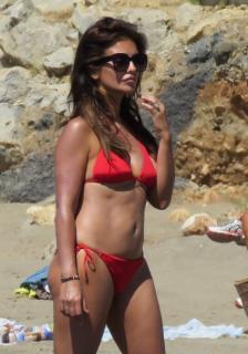 Mónica Cruz en Bikini [1049x1492] [201.12 kb]