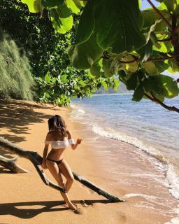 Mikaela Hoover en Bikini [1080x1350] [463.4 kb]