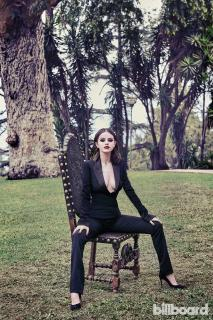 Selena Gomez [1240x1860] [928.94 kb]