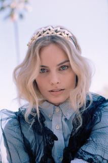 Margot Robbie [1000x1499] [320.09 kb]