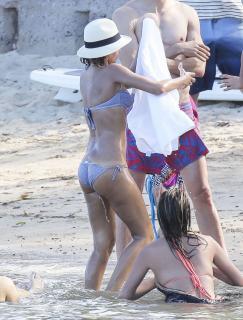 Jessica Alba en Bikini [1733x2274] [697.51 kb]