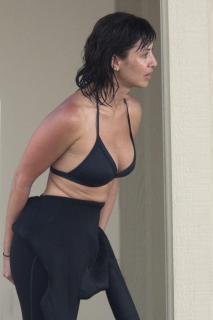 Natalie Imbruglia dans Bikini [1200x1800] [195.02 kb]