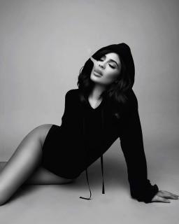 Kylie Jenner [1150x1436] [86.94 kb]
