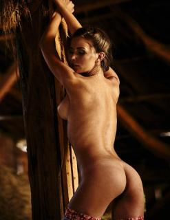 Julia Prokopy en Playboy Desnuda [1006x1300] [174.95 kb]