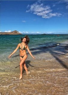 Shantel VanSanten en Bikini [719x1011] [215.82 kb]