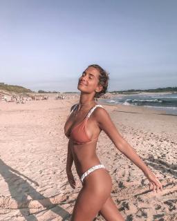María Pombo in Bikini [1080x1349] [315.92 kb]