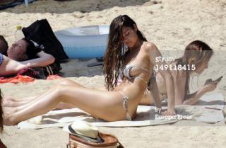 Lorena Van Heerde en Bikini [594x389] [44.34 kb]