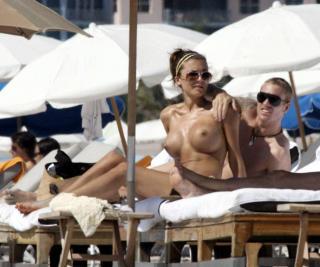 Oksana Wilhelmsson en Topless [1024x855] [92.58 kb]