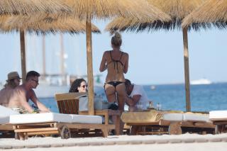Ilary Blasi en Bikini [2750x1833] [784.66 kb]