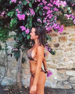 Clara Piera en Bikini [1080x1350] [566.01 kb]