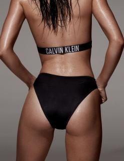 Kendall Jenner [2000x2589] [1097.57 kb]