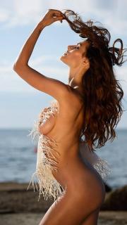 Dayane Mello en For Men Desnuda [526x935] [80.64 kb]
