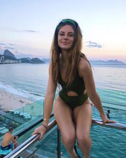 Hannah Stocking en Bikini [1080x1350] [194.85 kb]
